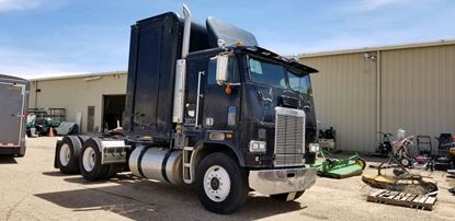 Picture of Freightliner Flat-nose Tractor
